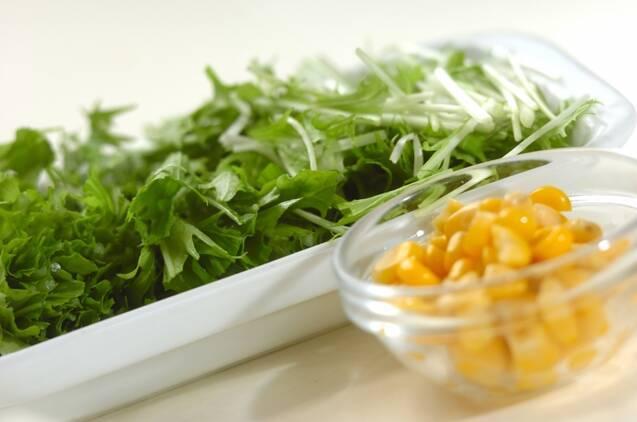 水菜と卵のスープの作り方の手順1