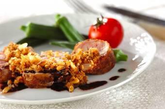 鶏ももロールのロティ風ローズマリー風味松の実添え