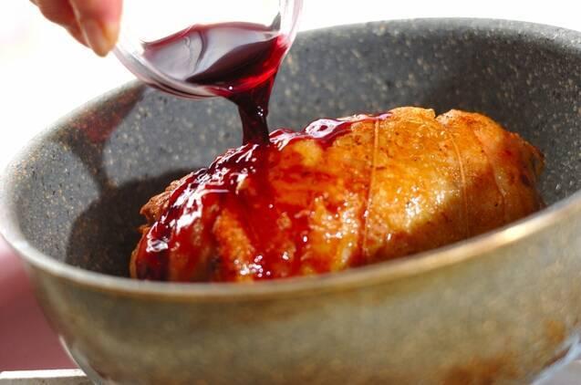 鶏ももロールのロティ風ローズマリー風味松の実添えの作り方の手順3