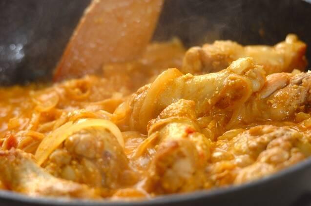 鶏手羽元のヨーグルトカレー煮込みの作り方の手順4