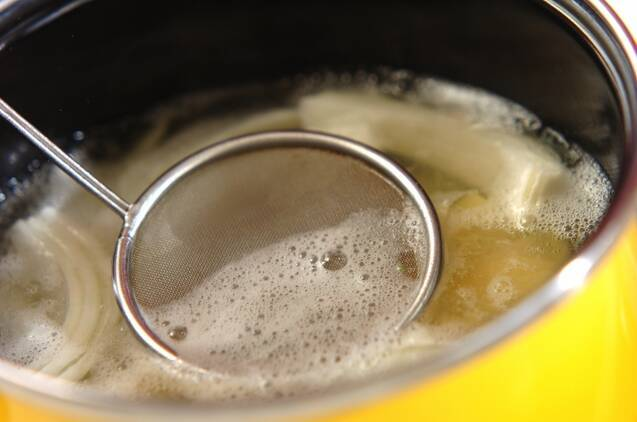 ジャガイモと玉ネギのみそ汁の作り方の手順2