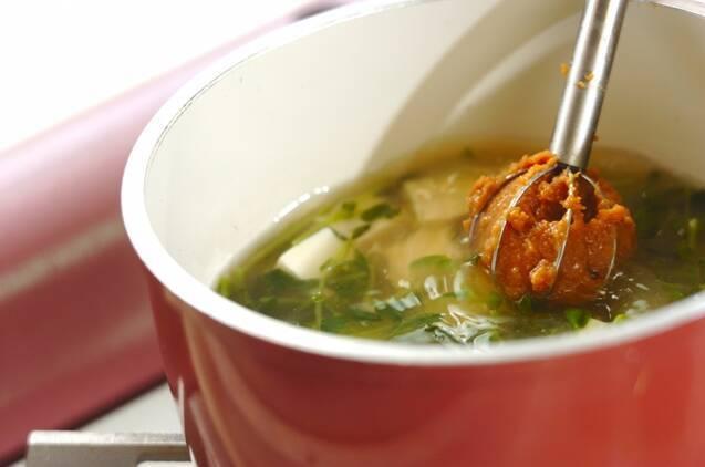 豆腐と豆苗のみそ汁の作り方の手順3