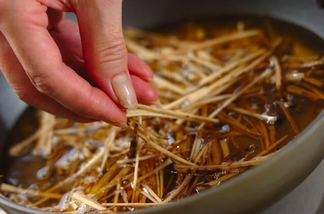 揚げゴボウのせサラダの作り方の手順4