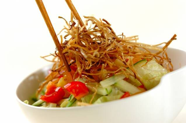 揚げゴボウのせサラダの作り方の手順5