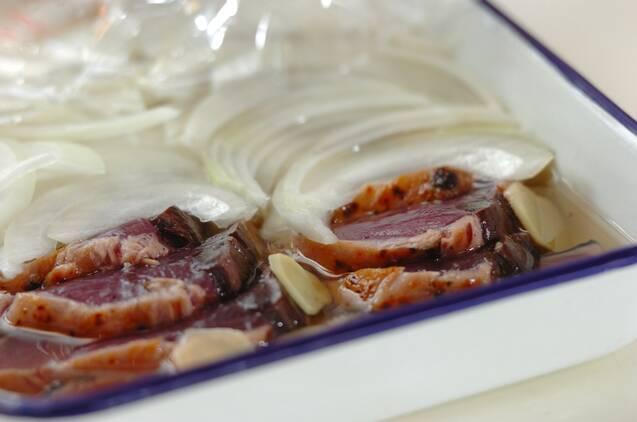 カツオと玉ネギの甘酢漬けの作り方の手順3