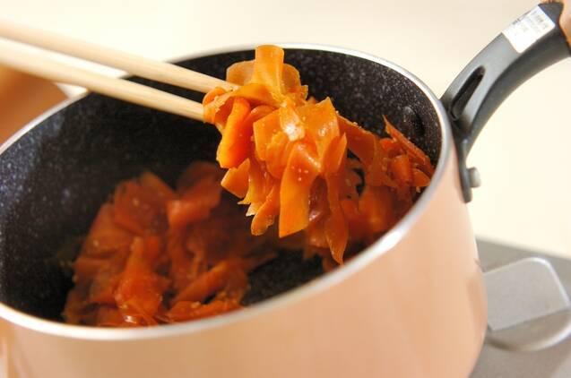 ヒラヒラニンジンの甘辛煮の作り方の手順3