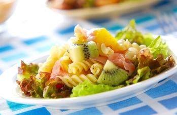 フルーツのパスタサラダ