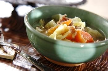 トマトとキャベツのエスニックスープ