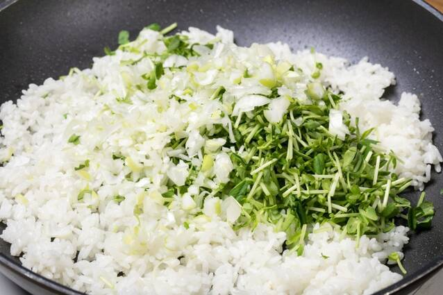 蒸し鶏と豆苗のチャーハンの作り方の手順7