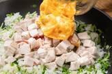蒸し鶏と豆苗のチャーハンの作り方8