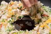 蒸し鶏と豆苗のチャーハンの作り方9