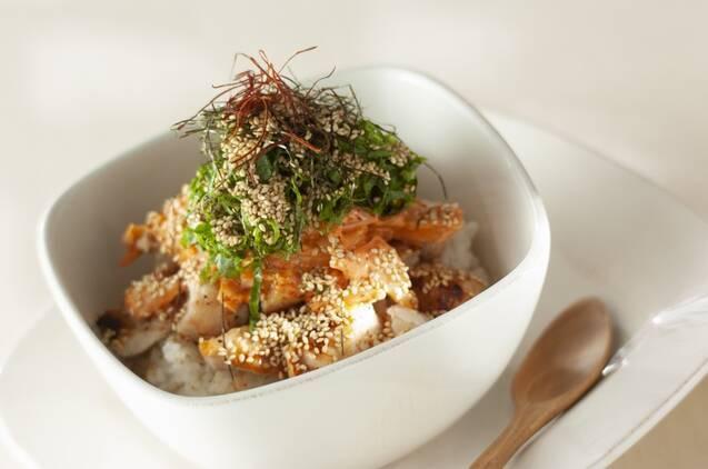 カフェ風鶏マヨキムチ丼
