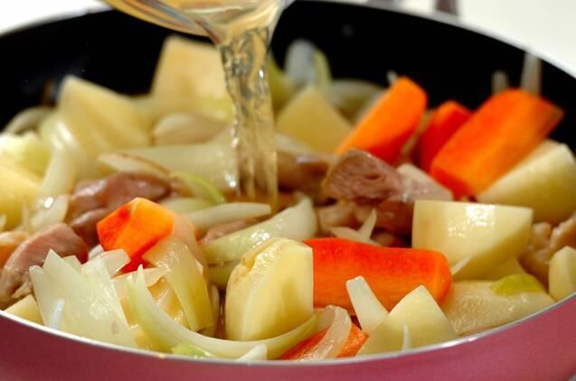 鶏ジャガの塩煮の作り方の手順3