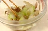 セロリとシメジの甘酢和えの作り方2