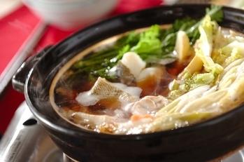ポン酢を付けて食べる水炊き鍋の作り方を教えてく …