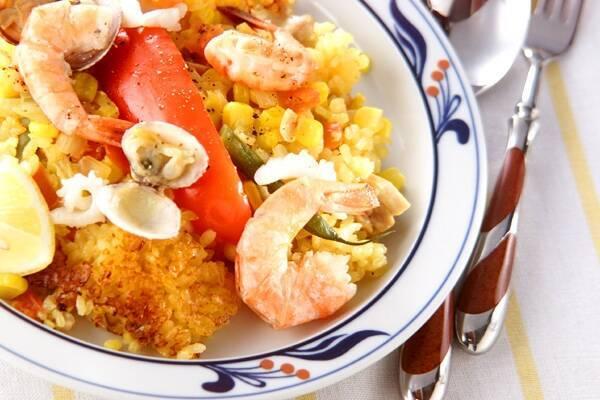 野菜と魚介の旨味たっぷり!満足パエリア