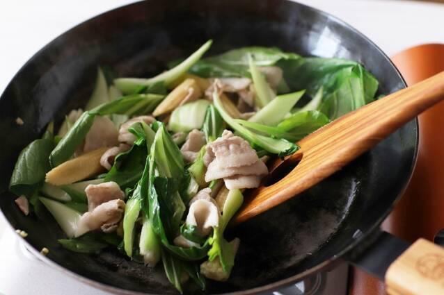豚バラとチンゲン菜のピリ辛エスニック焼きそばの作り方の手順3