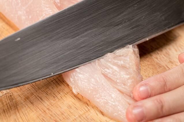 ちくわでボリュームアップ!鶏むね肉のやわらかヤンニョムチキンの作り方の手順1