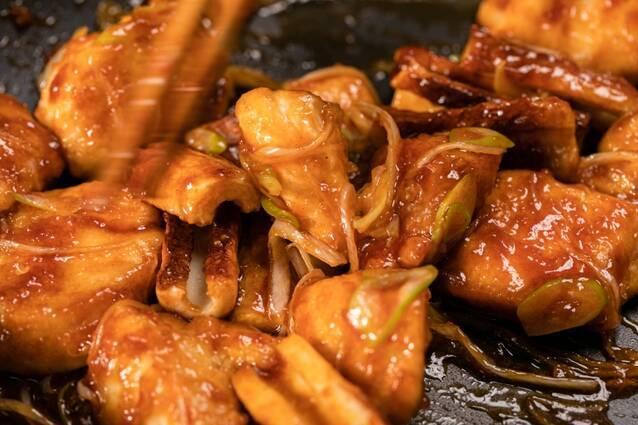 ちくわでボリュームアップ!鶏むね肉のやわらかヤンニョムチキンの作り方の手順7