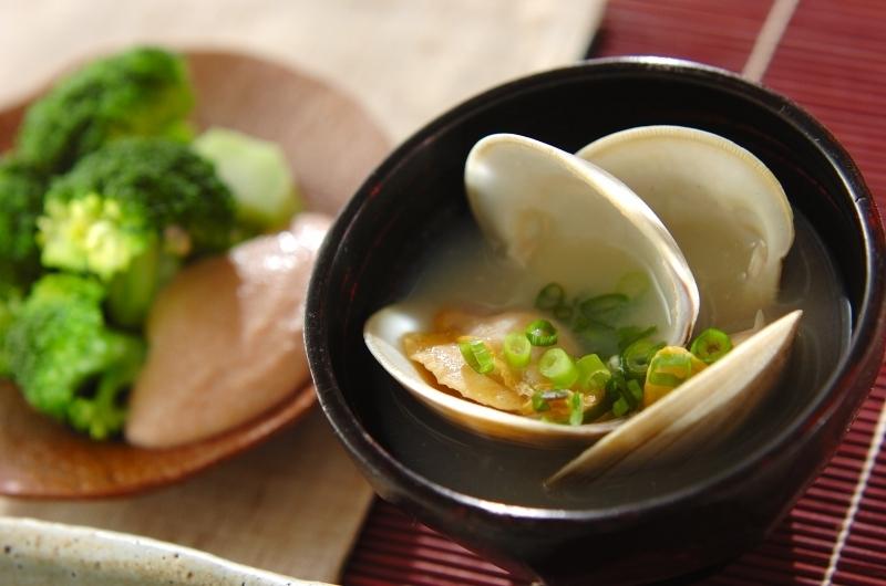 ホンビノス貝の白みそ椀の画像