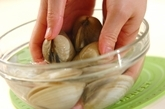 ホンビノス貝の白みそ椀の下準備1