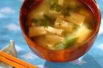セロリ葉と揚げのみそ汁