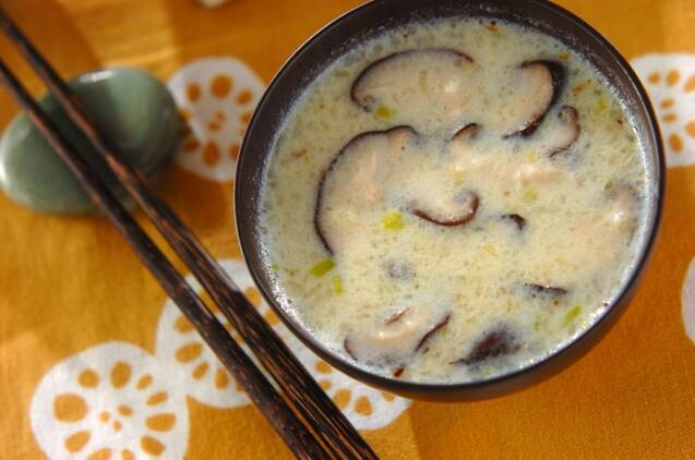 お椀に入った豆乳コーンスープ