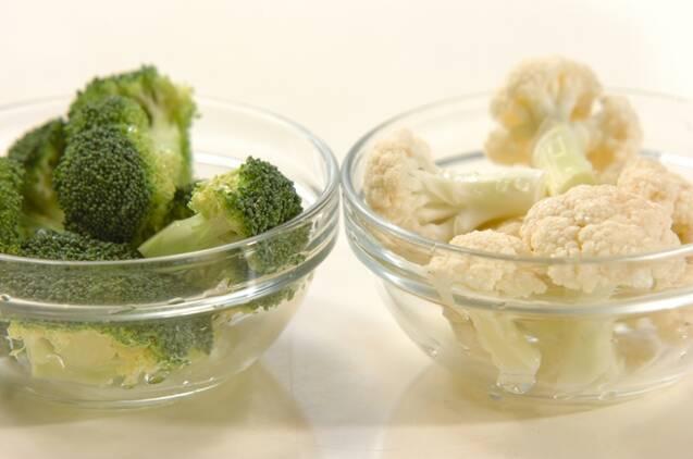 カリフラワーとブロッコリーの甘酢和えの作り方の手順1
