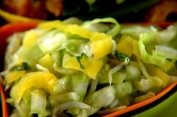 キャベツとたくあんのもみサラダ
