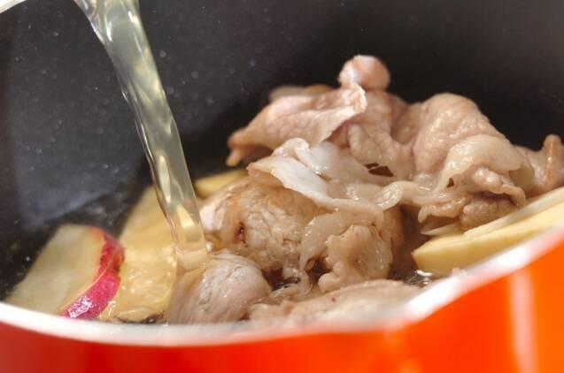 豚とサツマイモのみそ汁の作り方の手順3