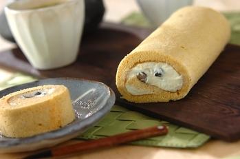 きな粉と黒豆のロールケーキ