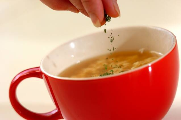 粉チーズと卵のスープの作り方の手順3