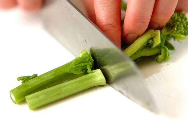 菜の花の白みそ汁の作り方の手順1
