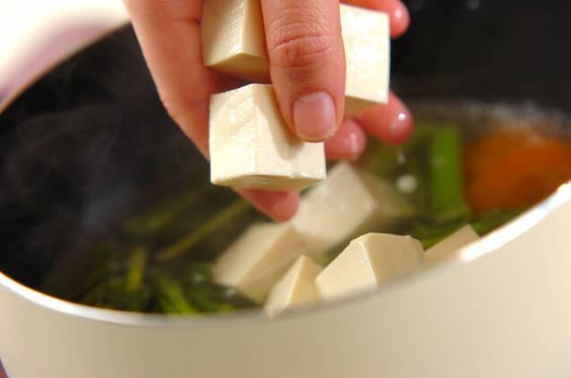 菜の花の白みそ汁の作り方の手順3