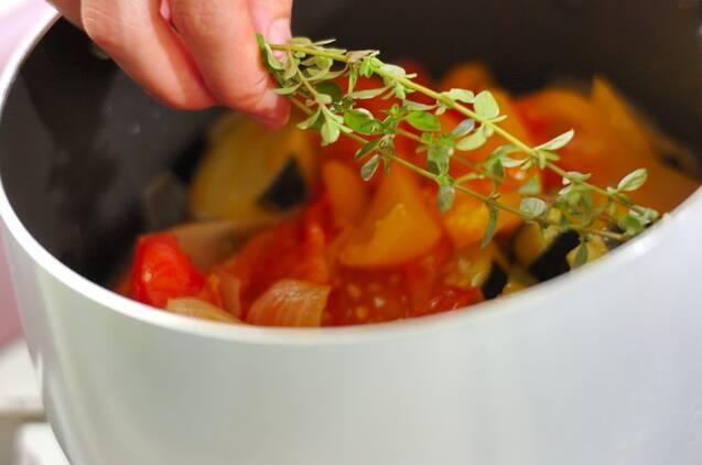 ズッキーニとトマトの煮込みの作り方の手順7