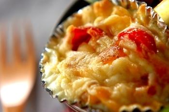 ウズラの卵とトマトのチーズ焼き