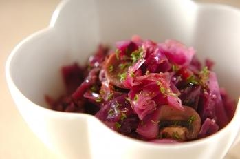 紫キャベツと厚切りベーコンの赤ワイン蒸し煮