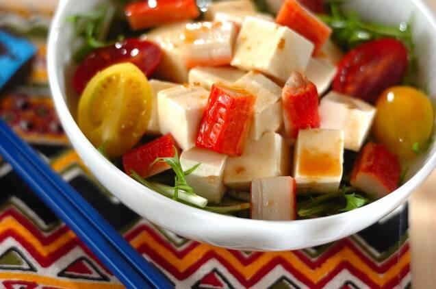 水菜とトマトと豆腐が入った和風サラダ
