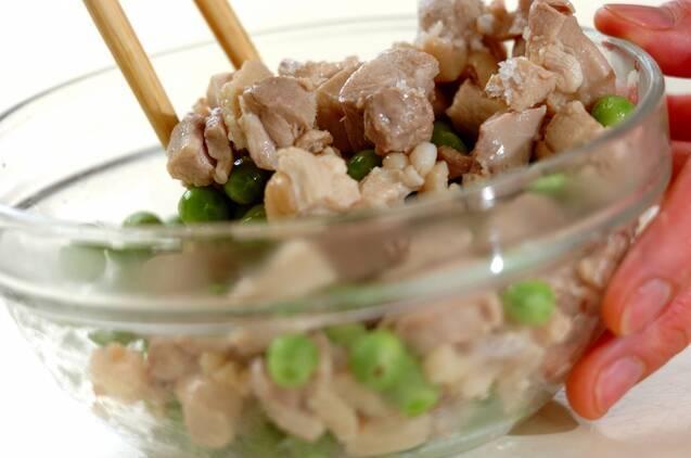 鶏とグリンピースの混ぜご飯の作り方の手順2