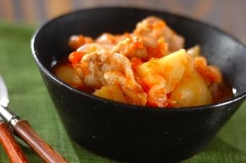 鶏肉とジャガイモのフレッシュトマト煮