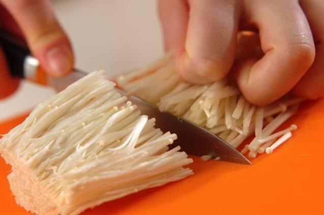 お手軽副菜!エノキとベーコンのバターしょうゆ炒めの作り方の手順1