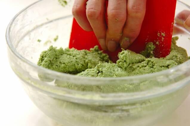 ホウレン草のもちもちリースパンの作り方の手順4