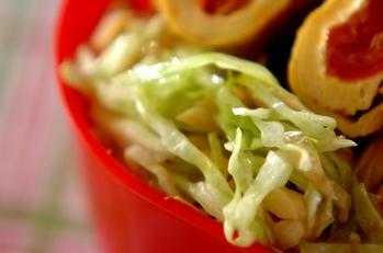 キャベツとナッツのサラダ