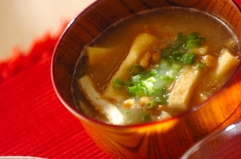 油揚げと納豆の味噌汁