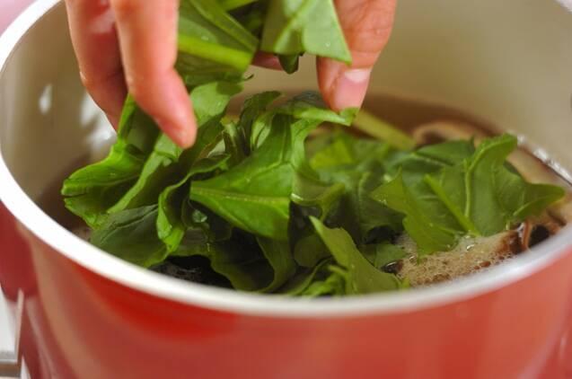 シイタケとホウレン草のみそ汁の作り方の手順4