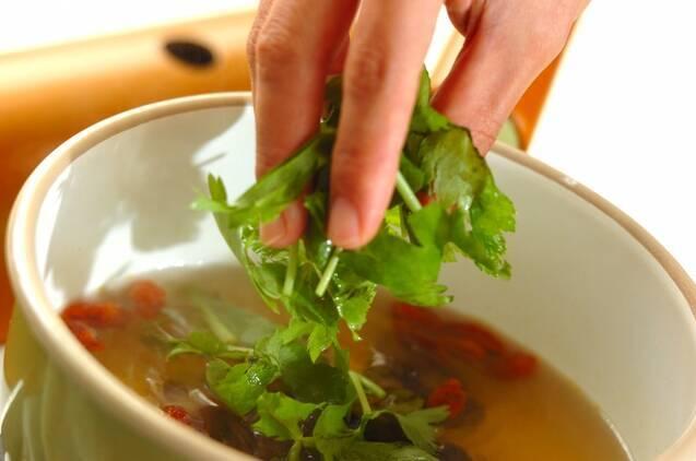 キクラゲとクコの実のスープの作り方の手順3