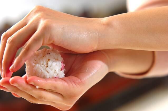 桜のミニおむすびの作り方の手順4