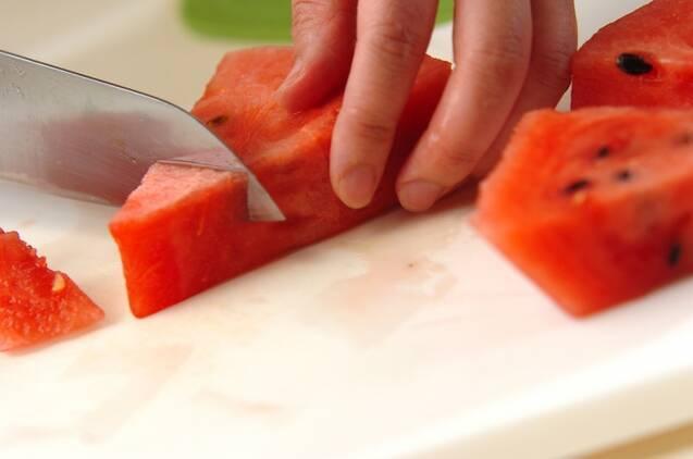 スイカとアロエのデザートの作り方の手順1