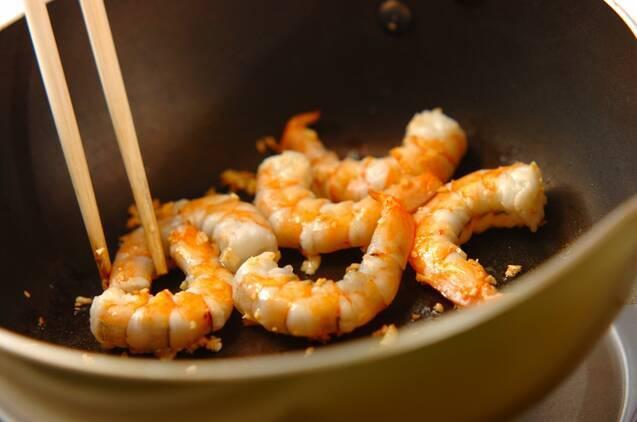 エビとルッコラの炒め物の作り方の手順4