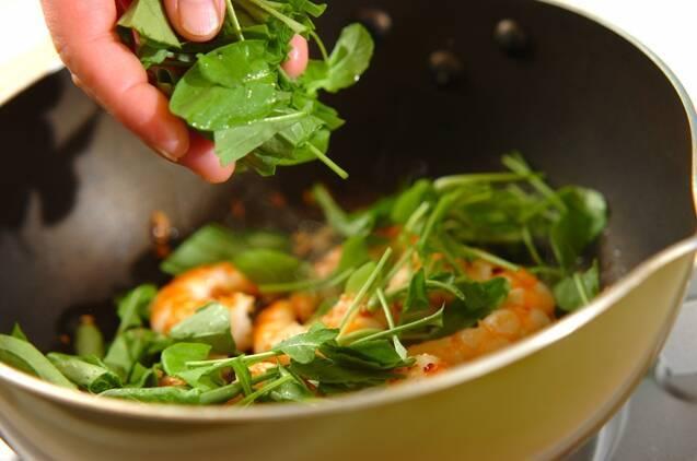 エビとルッコラの炒め物の作り方の手順5